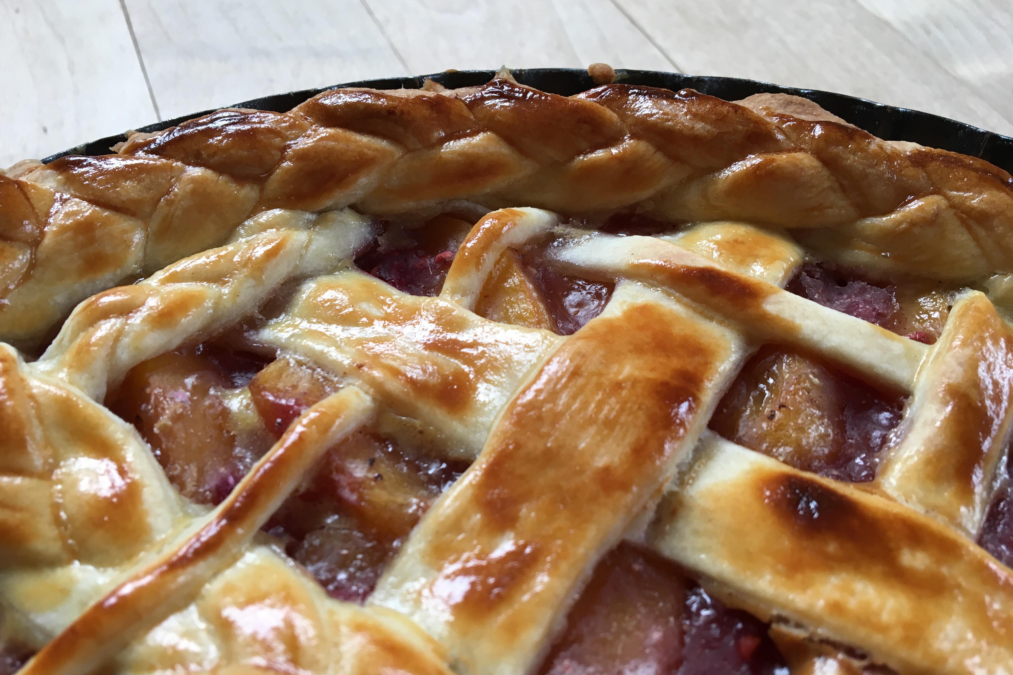 Peach melba tærte – klar til weekenden