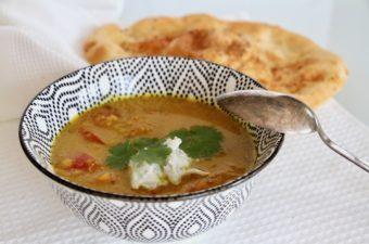 Indisk dal med agurkeraita – fordi jeg bagte naan