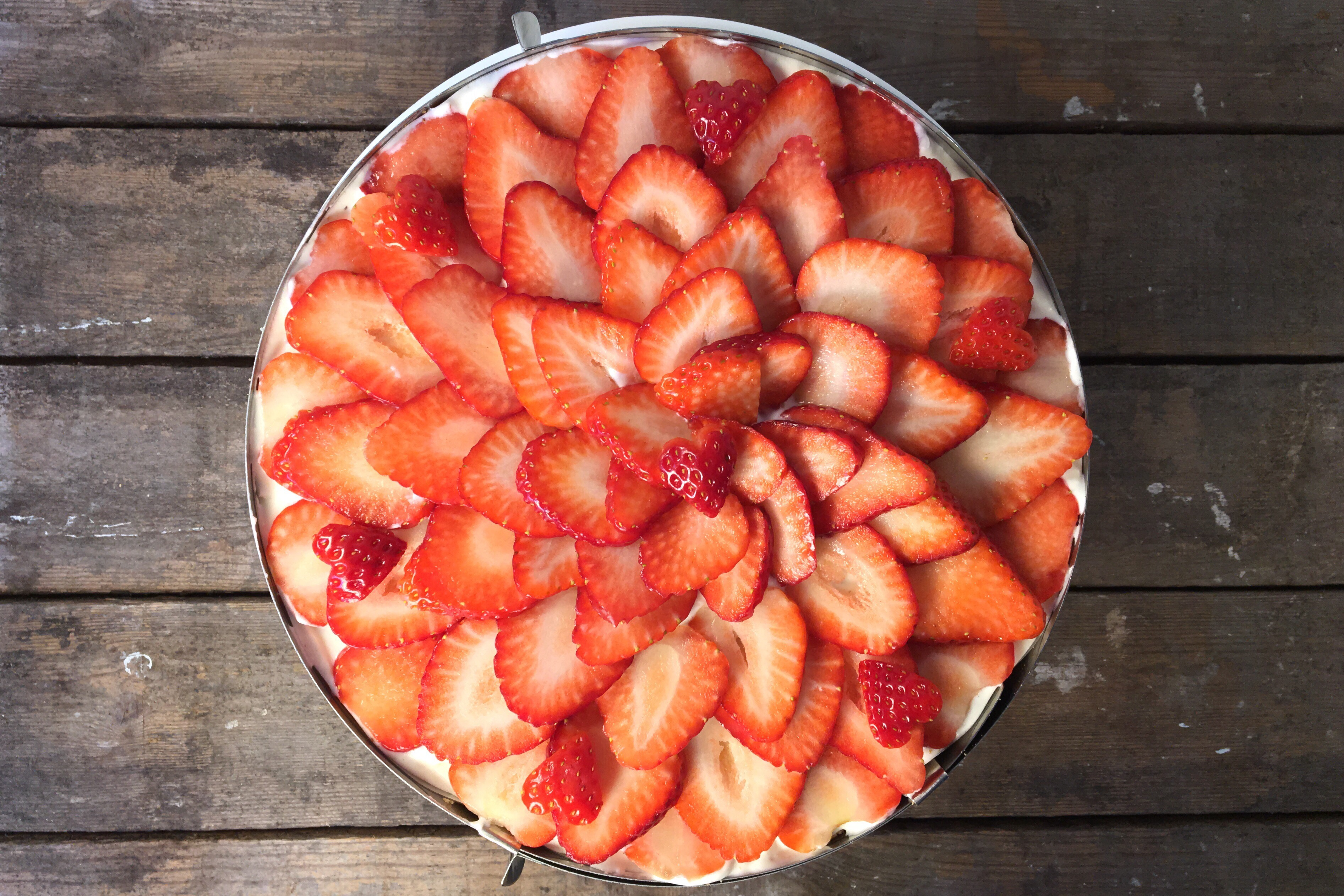 Jordbærlagkage – med hjemmebagt lagkagebund