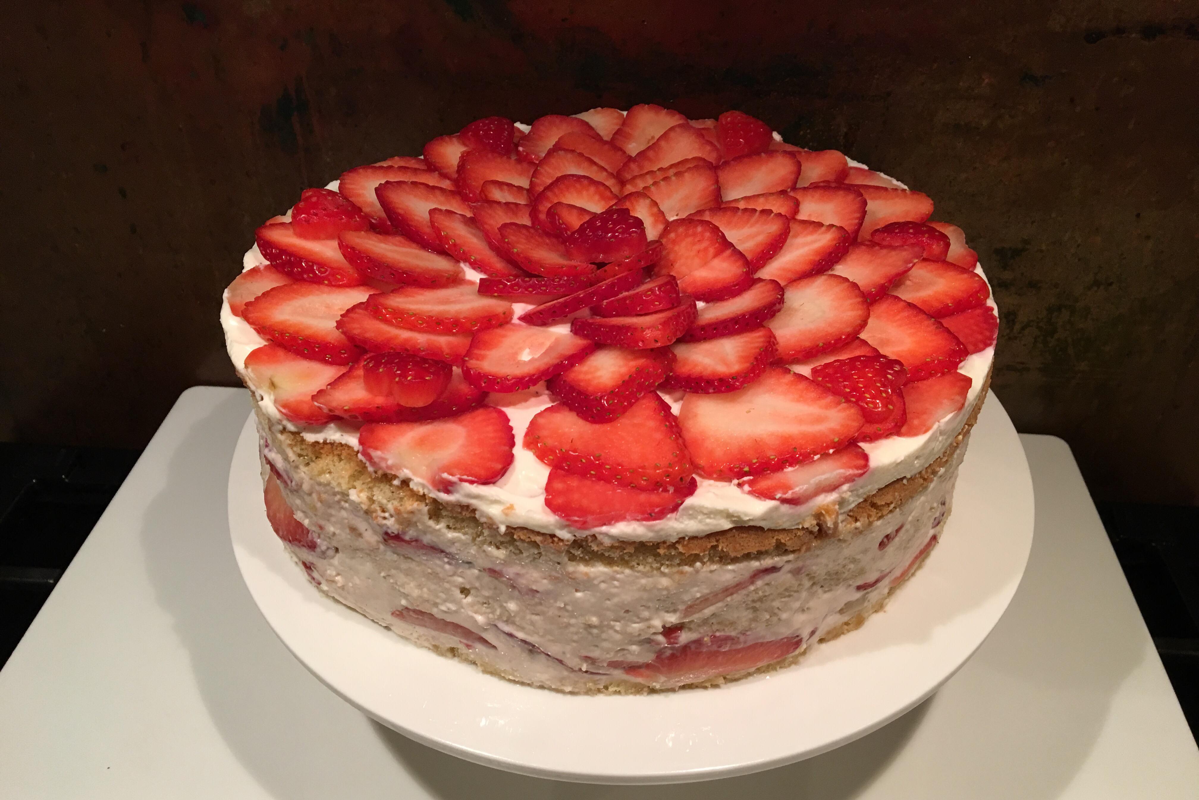 Jordbærlagkage