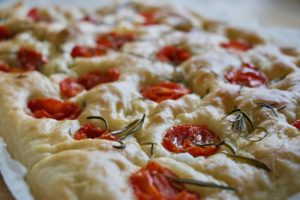 Focaccia med cherrytomater