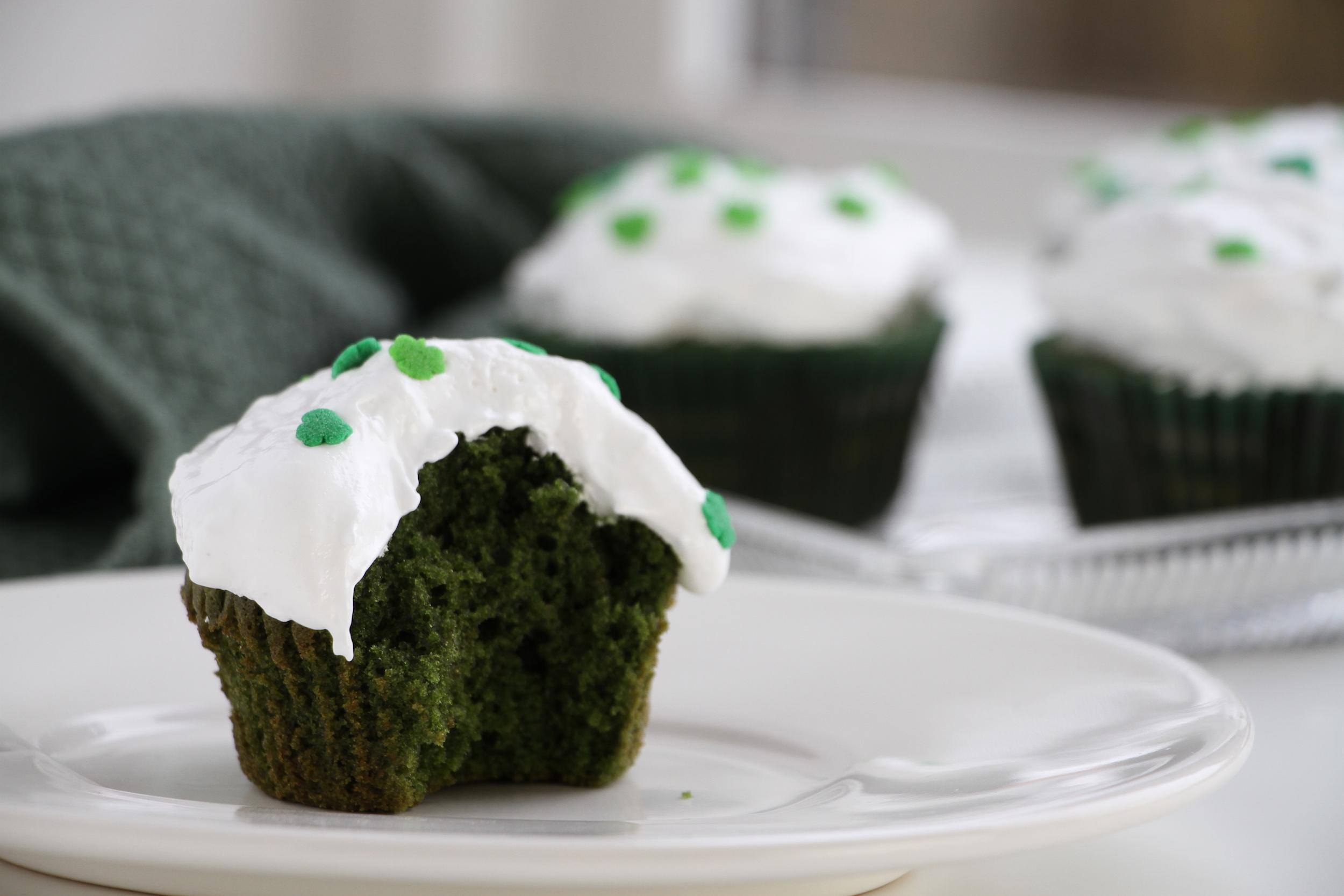 Green velvet cupcakes – Slytherin eller St. Patrick?
