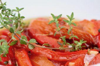 Røde, grillede peberfrugter i olie. En tapasopskrift fra Bagvrk.dk.