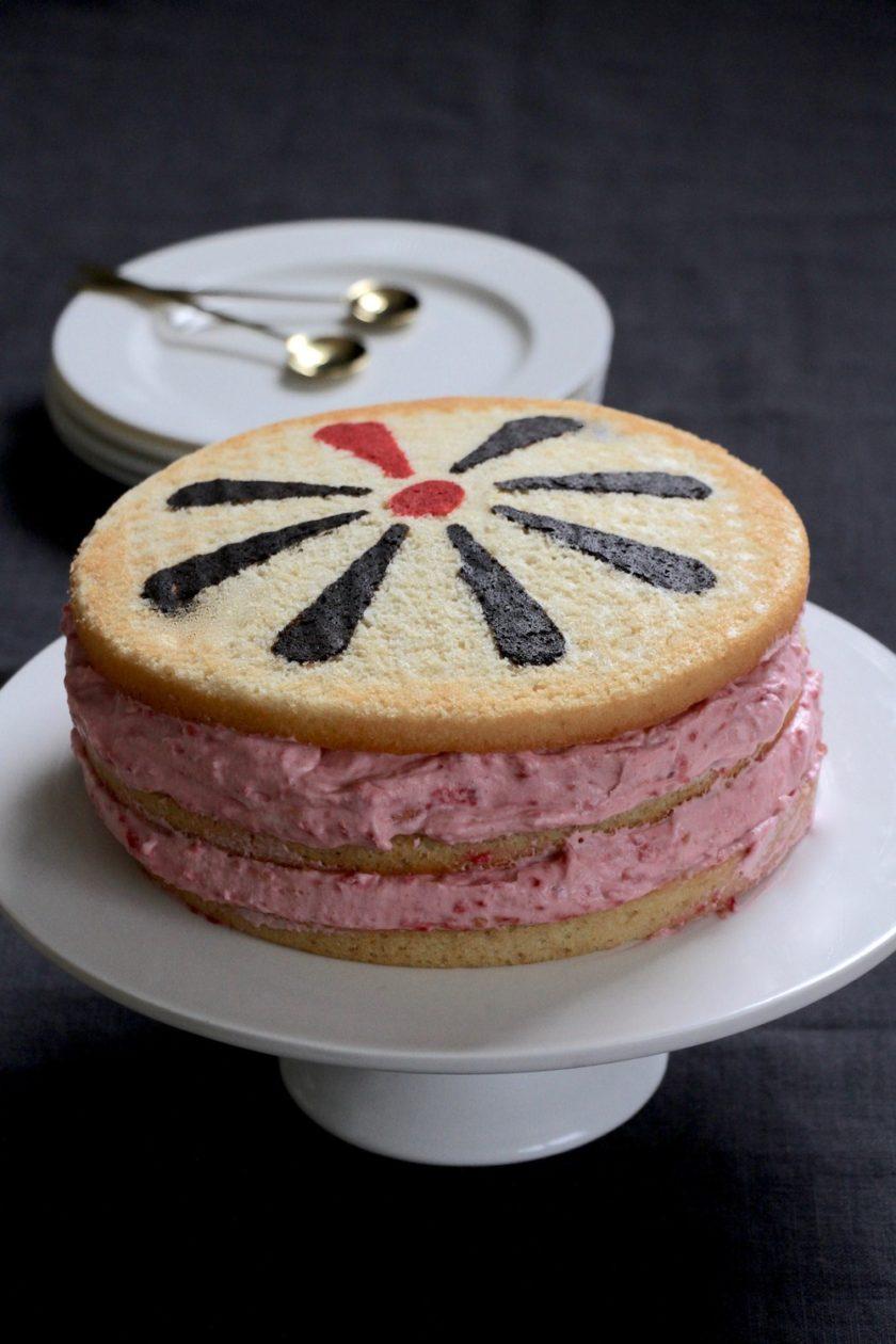 Knæk cancer kage. En lagkage med et budskab fra Bagvrk.dk.