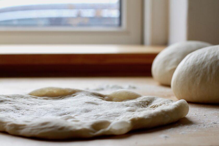 Deep pan pizza dej. En opskrift fra Bagvrk.dk.