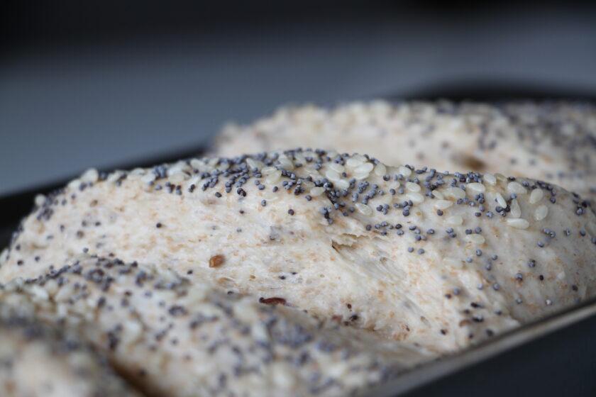 6-kornsbrød klar til ovnen. Bagvrk.dk.