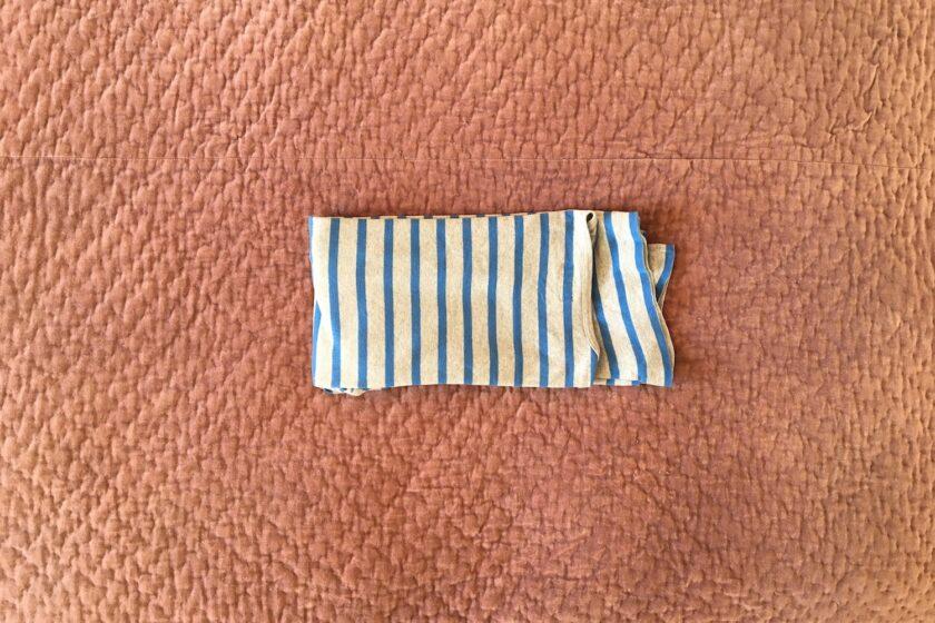 KonMari foldning af langærmet trøje - en guide fra Bagvrk.dk