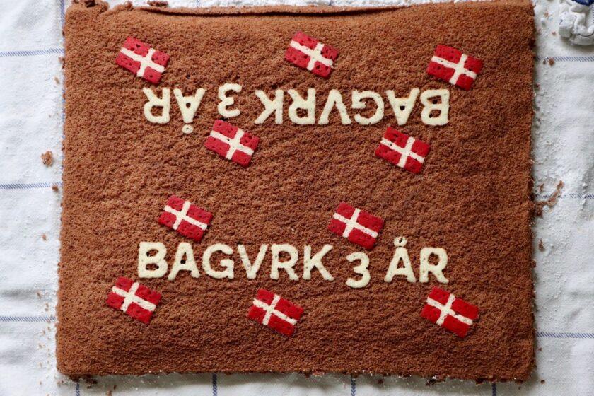 Bagvrk 3 år de to kagekanter før udskæring - Bagvrk.dk
