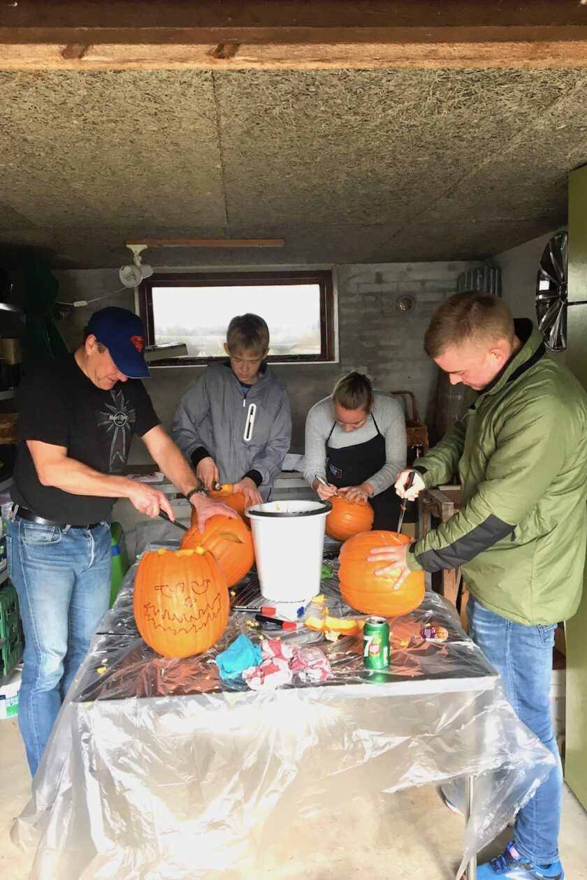 Vi snitter græskarmænd i garagen - Bagvrk.dk