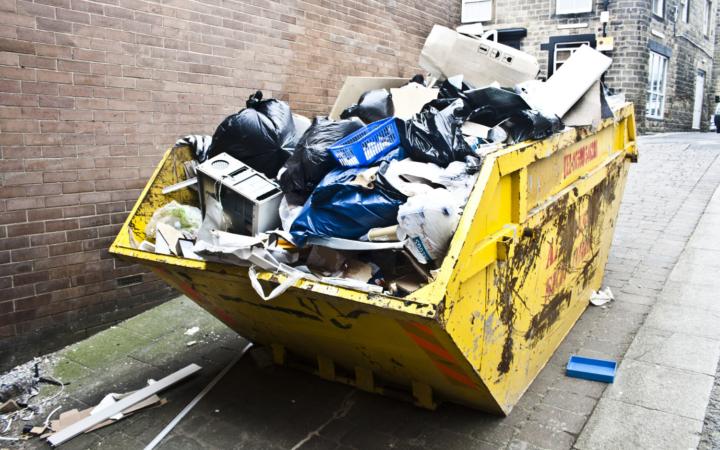 Tøm bilen før skraldemanden gør det Container Bagvrk.dk
