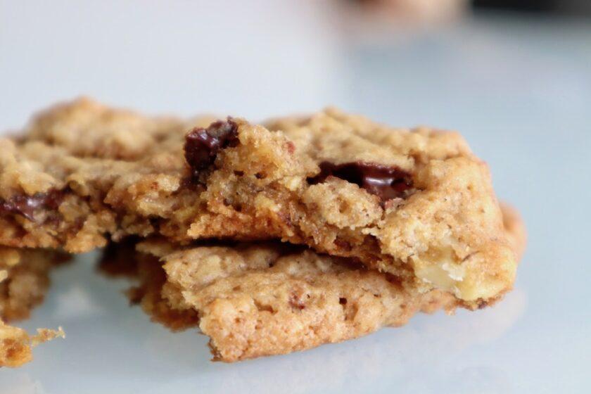 Havregryn cookies med nødder og chokolade Bagvrk.dk
