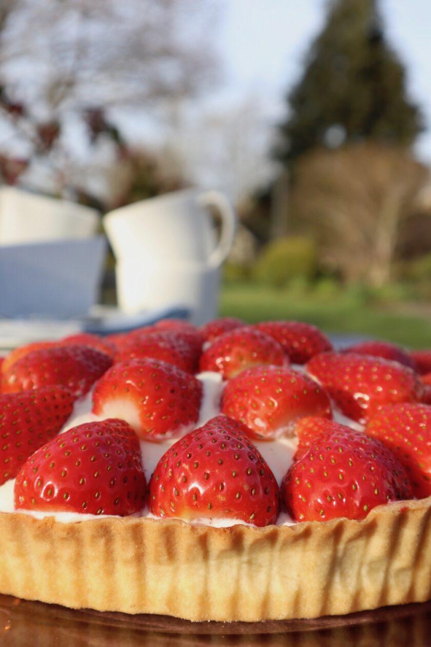 Jordbærtærte i forårshaven Bagvrk.dk
