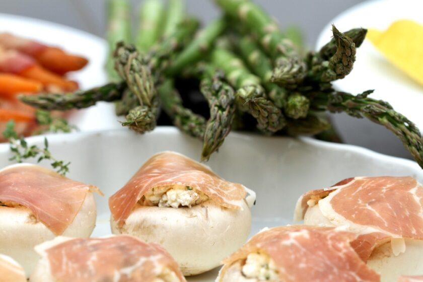 Fyldte champignons tapas grillede asparges Bagvrk.dk